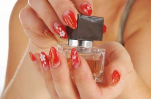Nageldesign in Rot und Gold