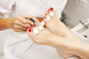 Füße mit rotem Nagellack